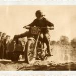 Tadeusz Potajało na angielskim motocyklu Triumph z wózkiem bocznym. Koniec lat 40.